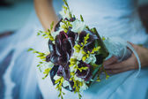 Beautiful bouquet in the the bride's hands — Stock Photo
