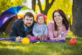 Family are plaing in the park — Stock Photo