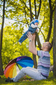 Happy father and baby are playing in the park — Stock Photo