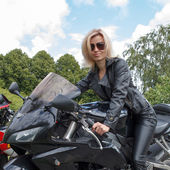 Ragazza motociclista — Foto Stock