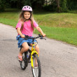 Little girl learning to ride a bicycle — Stock Photo