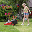 Woman cut garden — Stock Photo