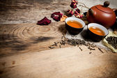 Tea cups with teapot on old wooden table — ストック写真