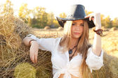 Portrait of woman in hat at the field. — Stock Photo