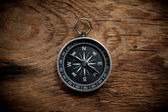 Compass on a wooden background — Stockfoto
