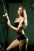 Hermosa mujer muscular deportiva — Foto de Stock