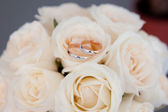 Gold ring on wedding bunch of flowers — Stock Photo