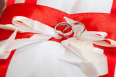 Cushion with wedding rings — Stock Photo