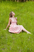 Young girl on the meadow — Stock Photo