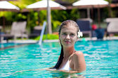 Portrait of young attraactive smiling woman in luxury pool — Stock Photo