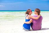 Jonge mooie paar op tropische bali beach.honeymoon — Stockfoto