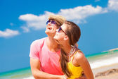 Couple in sunglasses on beach — Stock Photo