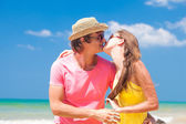 Young couple on beach kissing — Stock Photo
