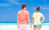 Back view of couple in bright clothes on tropical beach in Thailand — Stock Photo