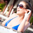 Beautiful girl in sunglasses in luxury pool enjoying vacation — Stock Photo