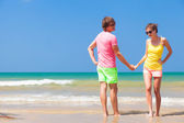Couple in bright clothes on tropical beach in Thailand — Foto de Stock
