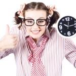 显示时钟用大拇指的孤立年轻女孩 — 图库照片