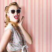 Surprised Girl In Retro Fashion Style Glamur — Zdjęcie stockowe