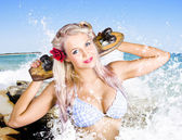 Active Sexy Summer Beach Babe With Skateboard — Stock Photo