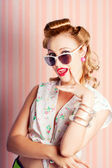 Glamorous Retro Blonde Girl Thinking Fashion Ideas — Stok fotoğraf