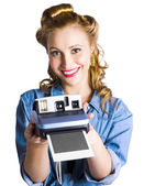 Woman holding instant camera — Stockfoto