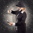 Angry businessman breaking smartphone with hammer - Foto Stock