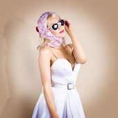 Classical pinup girl posing in retro fashion style — Stock Photo