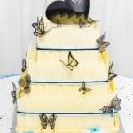 Yellow wedding cake made of white chocolate — Stock Photo