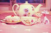 Tea-set with cake — Stock Photo
