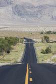 Camino en el parque nacional valle de la muerte — Foto de Stock