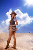 Fantazi seksi kadın ve gökyüzü bulutlar arka planı — Stok fotoğraf