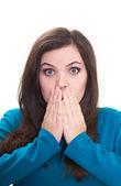 überrascht, attraktive junge frau in einem blauen hemd deckt ihr gesicht — Stockfoto