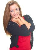 Glückliche junge frau in einem schwarzen pulli und ein rotes hemd. umarmt sie ein — Stockfoto