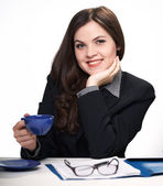 Office worker at lunchtime. Woman holds a blue cup. — Stock Photo