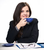 Young businesswoman at lunchtime. Woman holds a blue cup. — Stock Photo