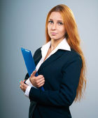 Attractive young woman in a black jacket. Holds a blue folder. — Stock Photo