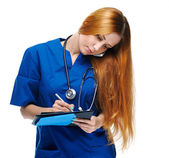 Attractive young nurse in uniform. Holds a folder and talking on — Stock Photo