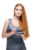Mulher jovem e atraente em um vestido cinza de negócios. manter um bloco de notas — Foto Stock