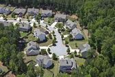 Moderne middle class suburbia antenne im osten der usa — Stockfoto