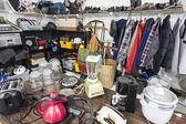 Venda de garagem canto - mercadorias de loja de thrift vintage — Foto Stock