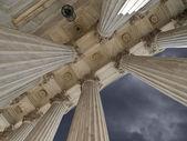 Nás nejvyššího soudu sloupce a bouře — Stock fotografie