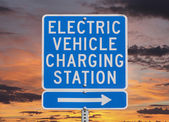 Electric Vehicle Charging Station Sign with Sunset Sky — Stock Photo