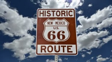Route 66 Sign with Time Lapse Clouds — Vídeo de stock