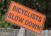 Bicyclists Slow Down Sign — Stock Photo