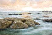 Kayalar ve su — Stok fotoğraf