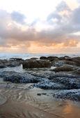 Stenar och surf — Stockfoto