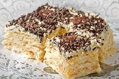 ホイップ クリームとサクサクのパイ生地からケーキ — ストック写真