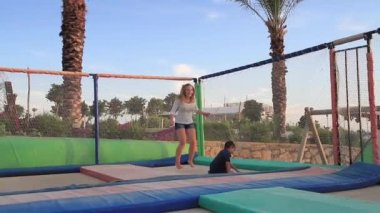 Children jumping on a trampoline — Stock Video