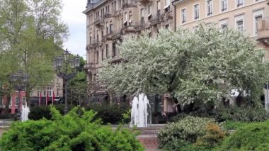 Central park with a fountain. Europe, Germany, Baden-Baden. — Stock Video