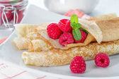 Homemade pancakes with raspberries and mint  — Stockfoto